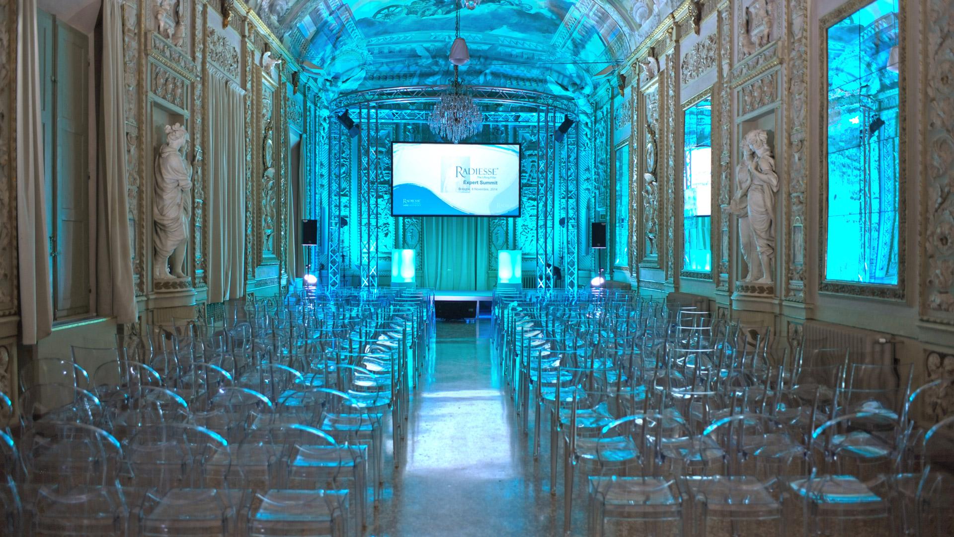 Con la sua pluriennale esperienza l'AURUM Team accompagna i suoi clienti organizzando ogni evento nei minimi dettagli per renderlo un successo speciale.